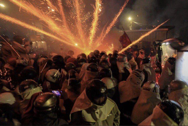 今年的台南鹽水蜂炮將看不到熱鬧刺激的「犁炮城」場面。圖/市府提供