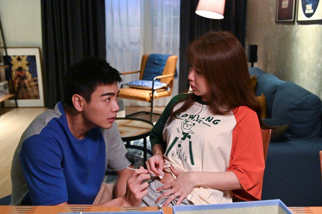 郭書瑤(右)、禾浩辰在「未來媽媽」中嘗試人工受孕。圖/三立提供