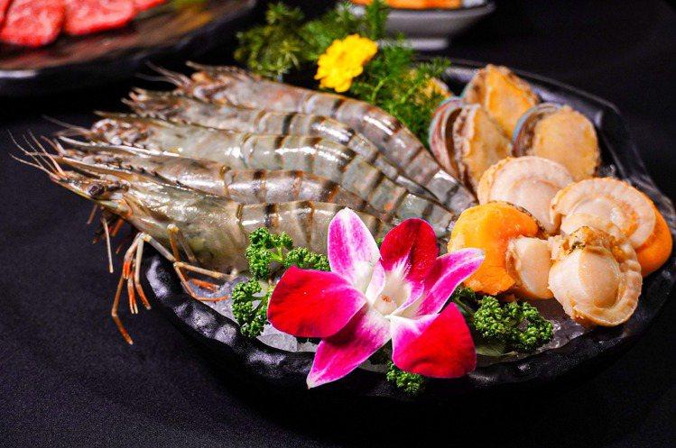 新增加的巨大海虎蝦、北海道大帆立貝。圖/哞哞屋提供