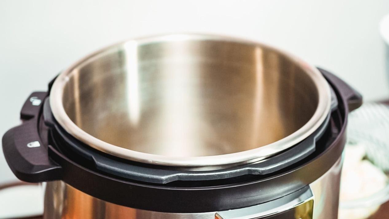 低成本舒肥雞胸肉製作法,只需準備電鍋及可抗熱的密封袋即可。 圖/123 RF