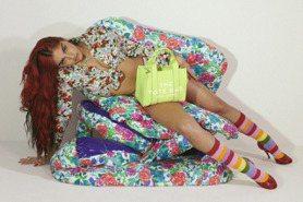 狂野程度不輸媽媽!瑪丹娜女兒為Marc Jacobs拍片,辣秀長腿炸出豐滿北半球