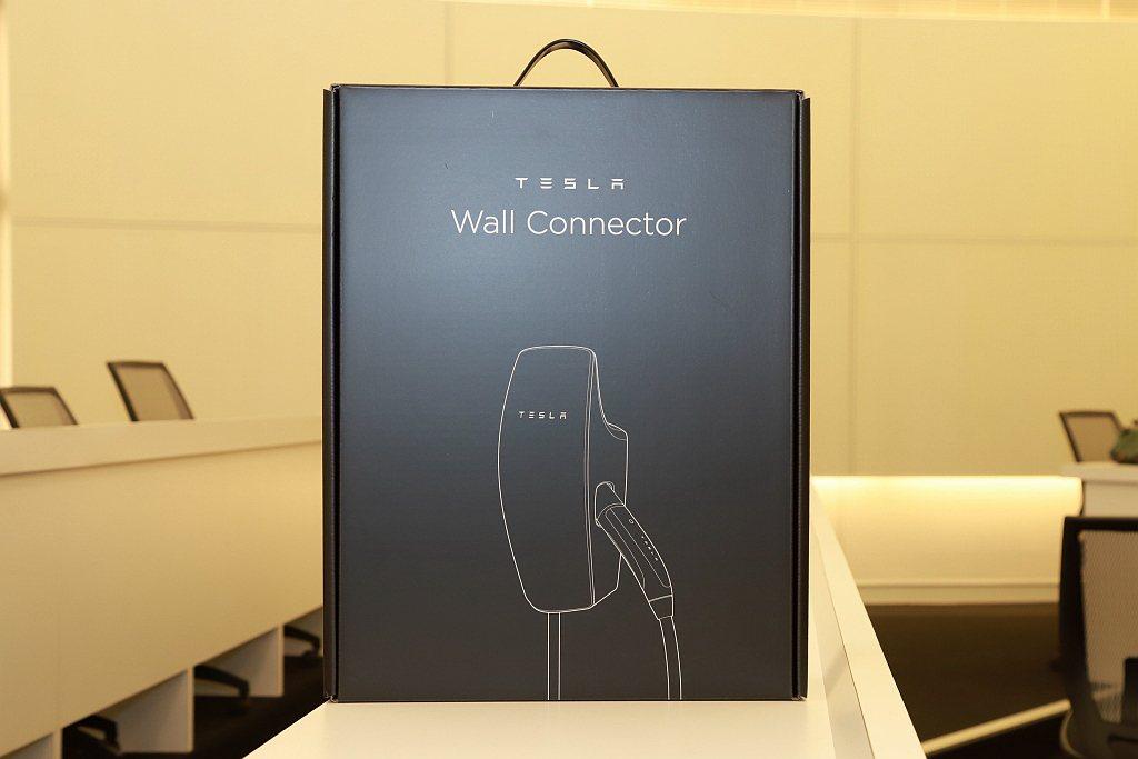 第三代壁掛式充電座體積更小、外觀更有科技感,還具備Wi-Fi連線功能並能適應多種...