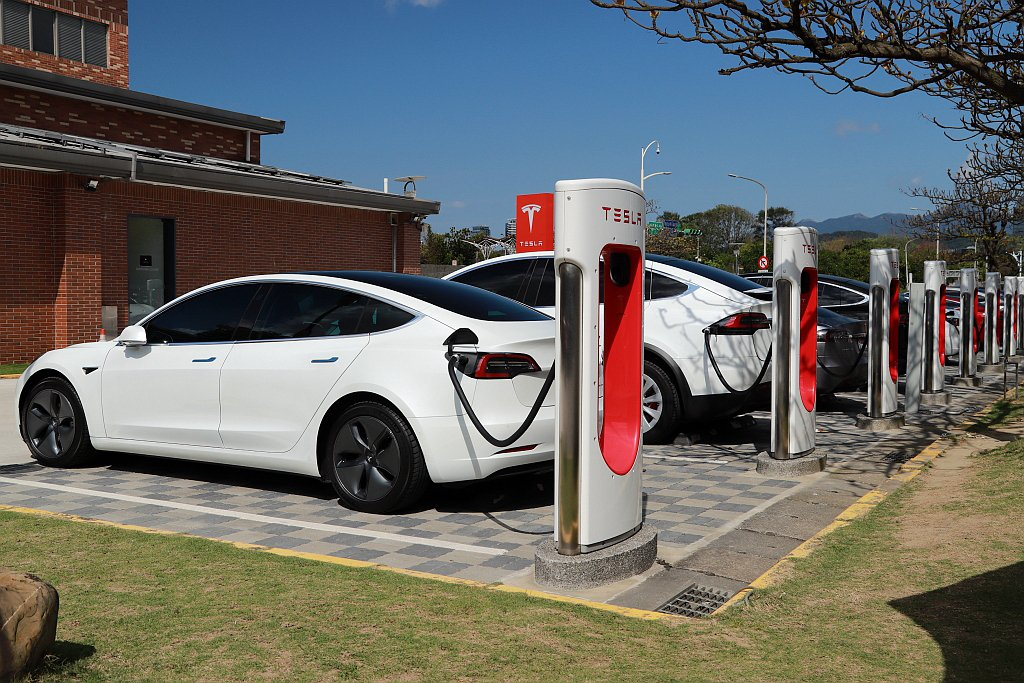 根據台灣特斯拉統計,車主最常使用的充電為家用充電座,佔所有比例八成以上,而超級充...