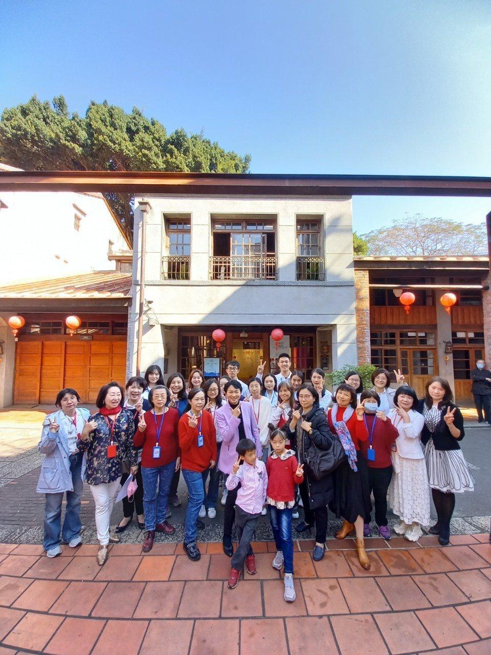 臺灣女性生涯協會志工群橫跨不同世代,實現世代共好。 圖/臺灣女性生涯發展協會
