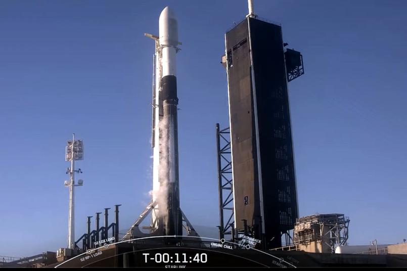 1月底SpaceX順利完成今年首次的衛星共乘任務,在獵鷹九號上搭載共133顆小型衛星,包括台灣自製立方衛星「飛鼠」和「玉山」,創下同時發射最多衛星的新紀錄。 圖/翻攝自SpaceX Youtube