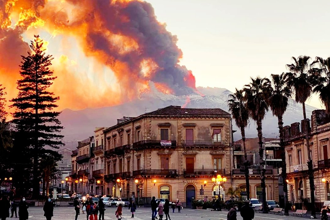 The city of Catania when Mount Etna erupted this year.Photo/Associated Press
