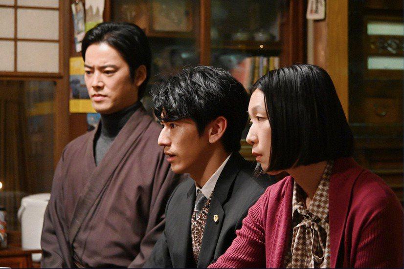 能把日本傳統技藝能樂和職業摔角在同一個劇本裡展現卻不違和,又把家族繼承和爭家產說...