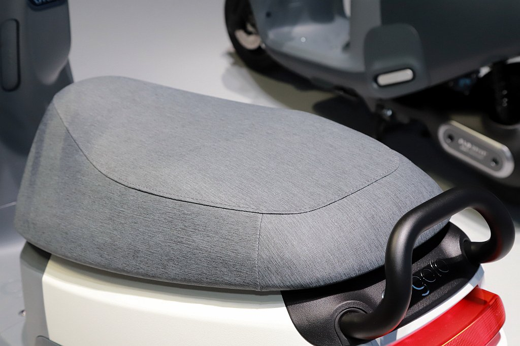 STYLO行動沙發座椅墊更是這次的亮點之一,透過超防水仿布紋飾樣表面和高支撐力海...