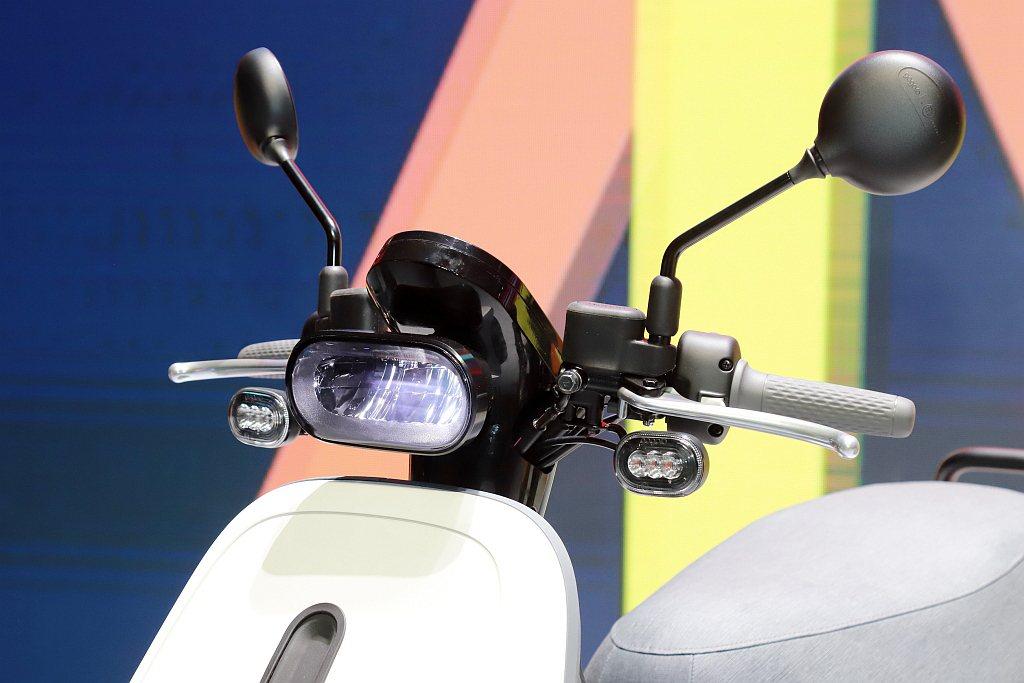 Gogoro VIVA MIX配備由德國照明大廠歐司朗OSRAM製造生產的高亮度...