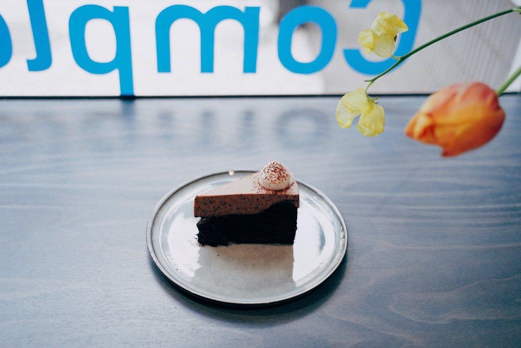 甜點品牌Sweet Tooth推出期間限定「伯爵古典巧克力」,可可香、茶香交織。...