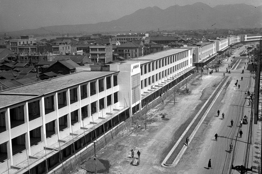 中華商場採「模組化」設計,從1960年8月16日正式開工,到1961年4月22日落成啟用。圖攝於1961年。 圖/聯合報系資料照