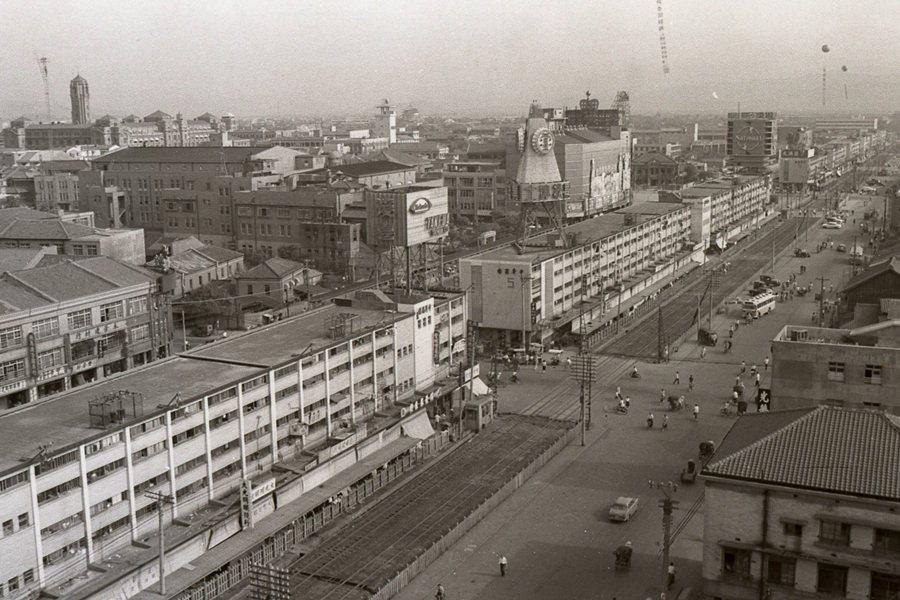 中華商場最大特點即在於「住商混合」的空間特質。圖為1964年的中華商場。 圖/聯合報系資料照