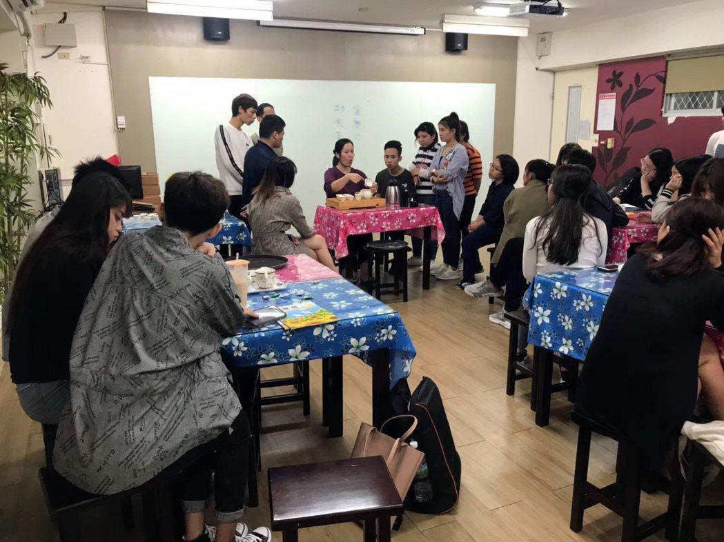 龍華科大觀休系新南向專班學子上實務課程情形。龍華科大/提供
