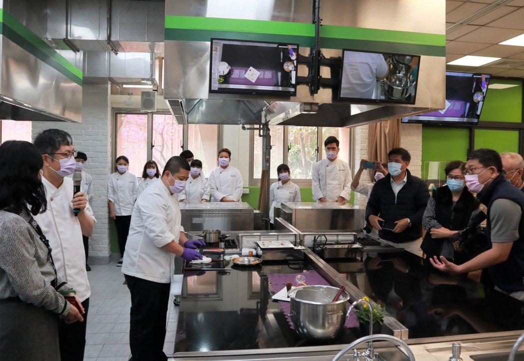 中臺科大食品科技系烘焙餐飲多功能教室-影音及廣播設備。 中臺科大/提供。