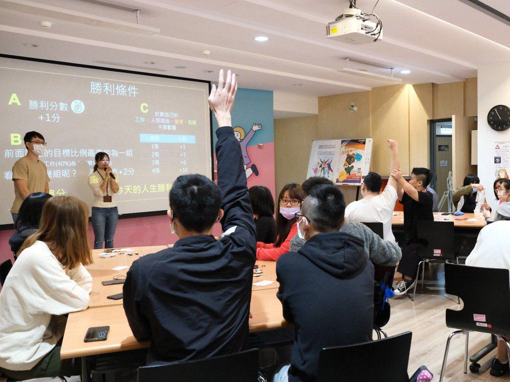 職涯諮詢師帶動學員探索職涯,青年們反應熱烈。 北分署YS/提供。