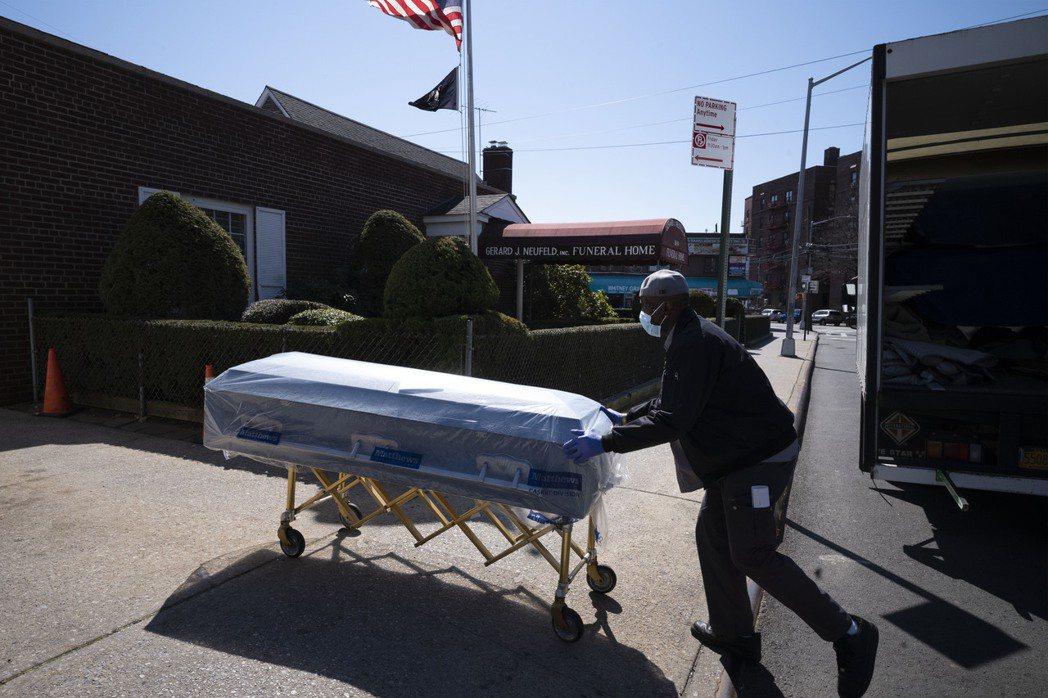 全美死於新冠肺炎疾病人數在22日達到50萬人大關。美聯社