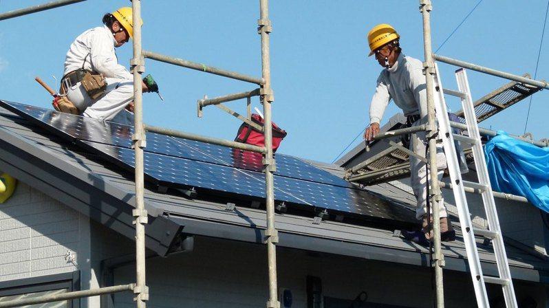 日本政府希望透過政策制定,提早達到降低溫室氣體排放的目標。(Photo by CoCreatron Flickerunder Creative Commons license)