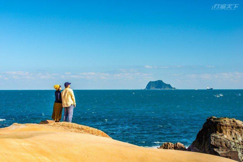 在駱駝峰上,也能清晰看見基隆嶼。