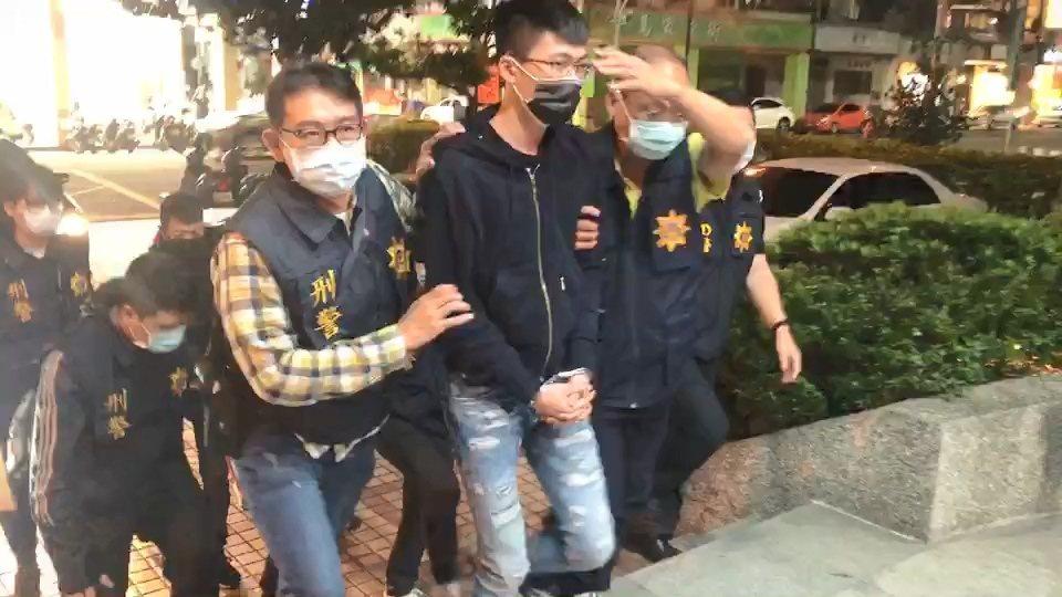 警方逮涉刺傷網紅超艾夾的4名嫌犯。記者林伯驊/翻攝