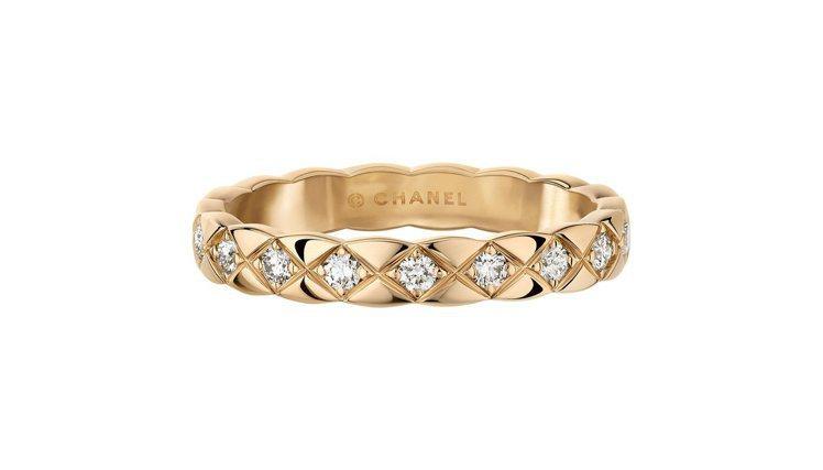 COCO CRUSH 18K Beige米色金鑲鑽窄版戒指,11萬元。圖/香奈兒...