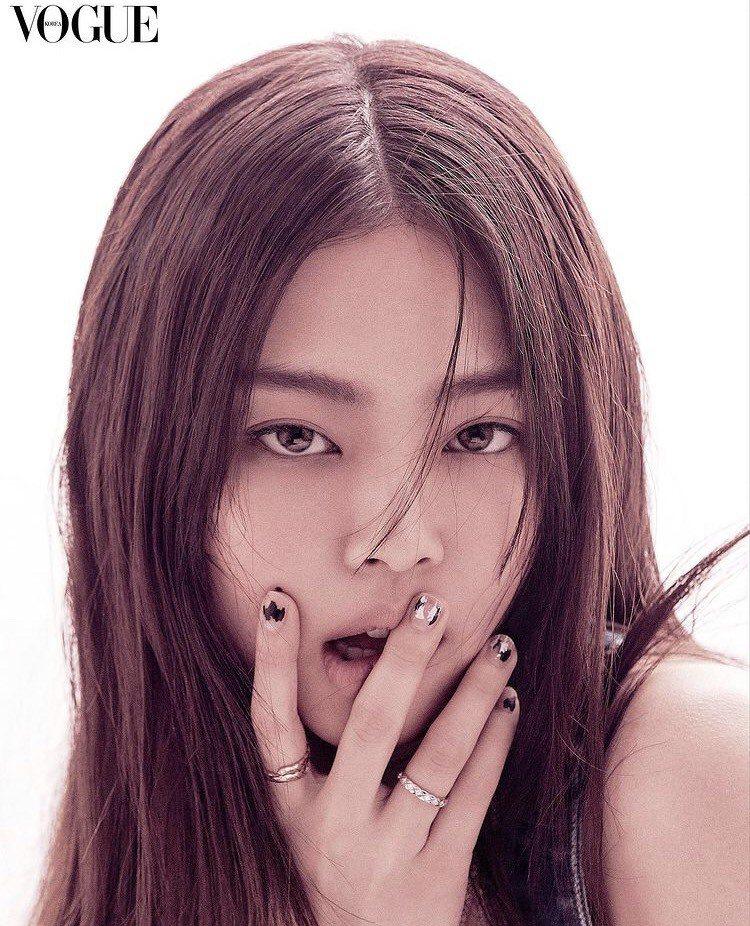 Jennie配戴香奈兒COCO CRUSH系列珠寶登上韓國時尚雜誌。圖/取自IG...