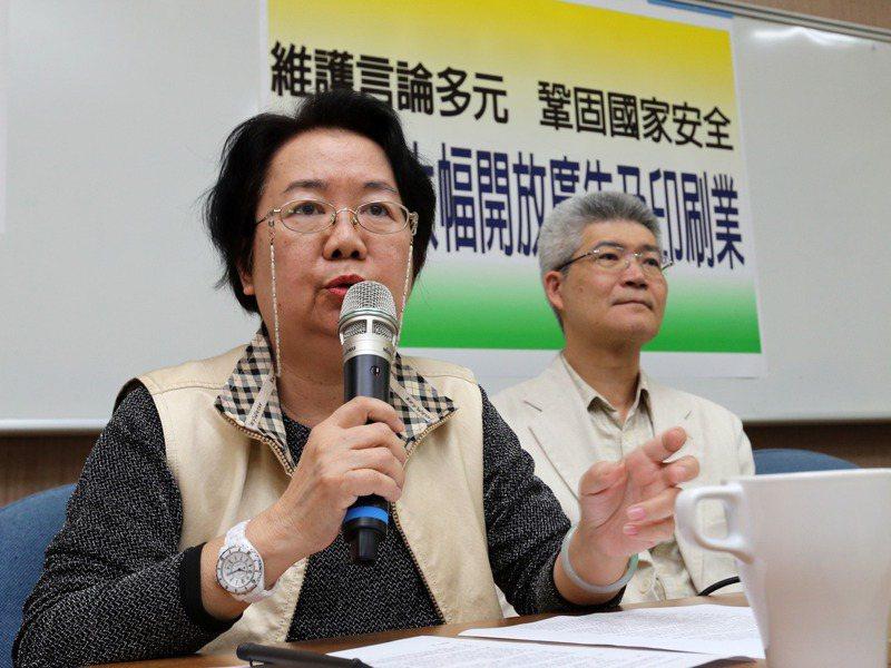 翁秀琪(左)出任鏡電視新聞台的外部公評人,儼然成為鏡新聞台能否過關的重要因素。圖/聯合報系資料照片