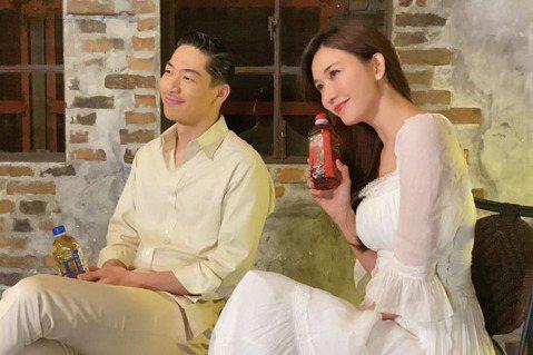 林志玲與AKIRA婚後甜蜜,繼上次合體拜年,今天宣布首次一起代言御茶園,同時分享在日本拍攝廣告趣事,他們事前下足功夫,一起針對廣告台詞做研究如何突顯夫妻倆的絕佳默契又能展現AKIRA的中文程度,AK...