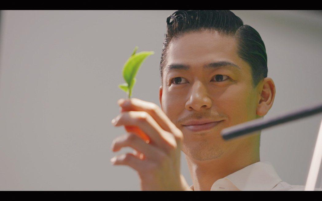 AKIRA對於首次夫妻合體代言廣告覺得新鮮。圖/御茶園提供