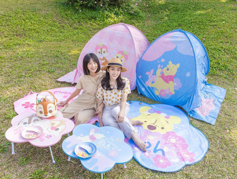 7-ELEVEN展開「迪士尼櫻花季精品集點」活動,推出一系列出遊必備超萌單品。圖/7-ELEVEN提供