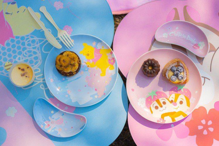 7-ELEVEN「迪士尼櫻花季精品集點」活動推出「限量陶瓷盤兩件組」,集滿6點加...