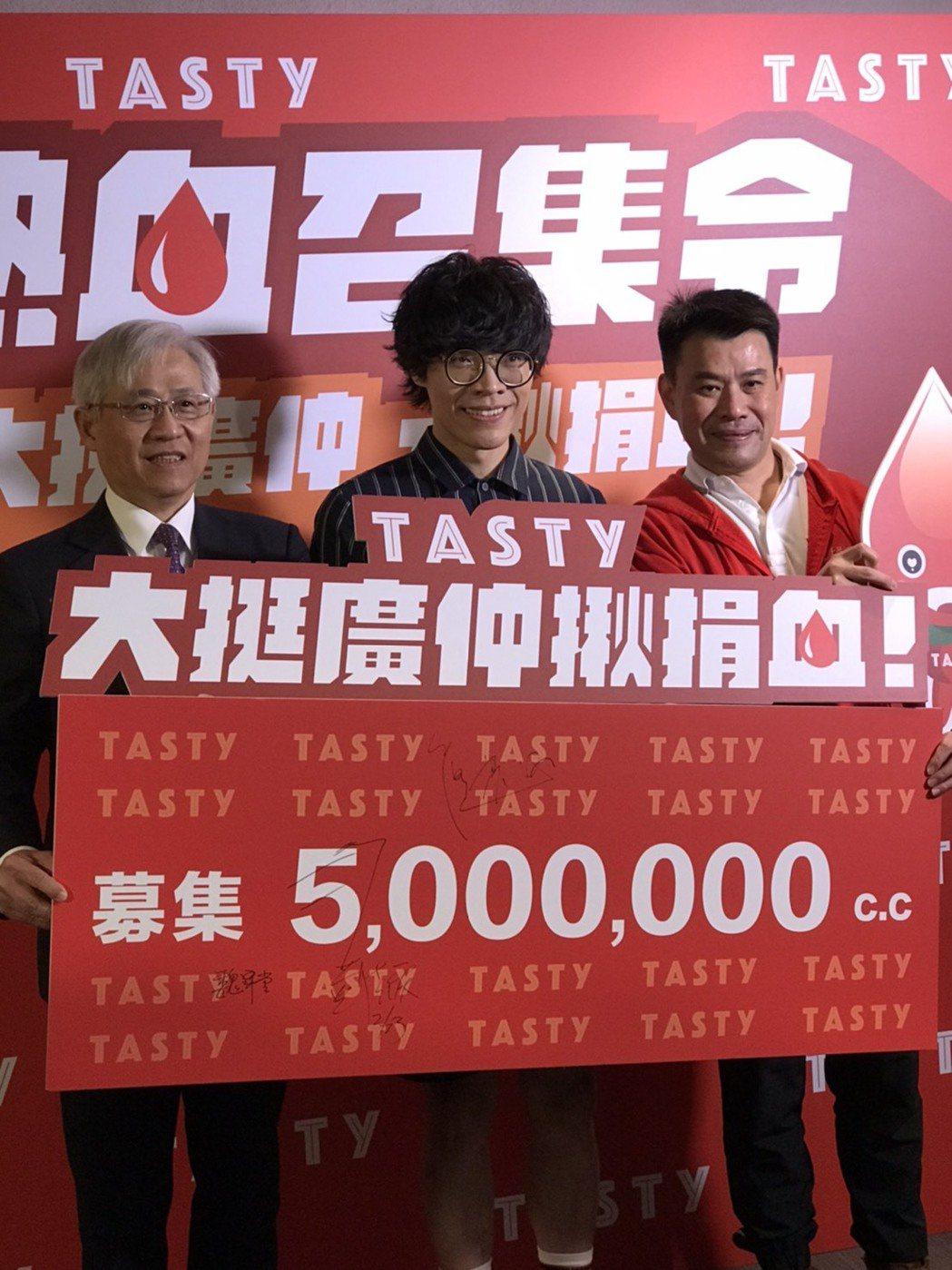 王品精緻事業群總經理黃佳慶(右)表示,西堤與捐血中心合作長達17年。(攝影/記者...