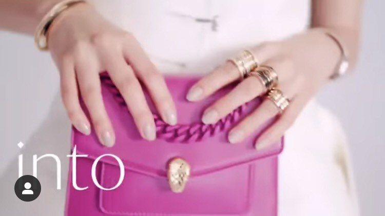 木村光希配戴寶格麗B.zero1系列珠寶與Serpenti包拍攝日本時尚雜誌短片...