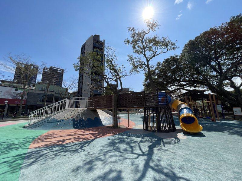 桃園區民族公園遊戲場近年翻新改造,桃園區公所已經完成安全設備檢驗無虞,並送主管機關備查。記者張裕珍/攝影