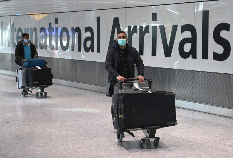 國際航空運輸協會的數位新冠通行證APP將在3月正式上線。(歐新社)