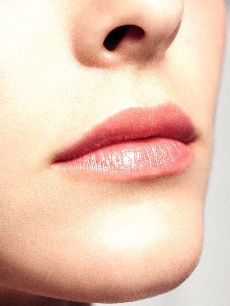 香奈兒2021珍珠光感限量彩妝系列,唇部彩妝以粉色系為主。圖/香奈兒提供