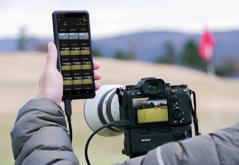 Sony α1為新聞工作者或運動攝影師提供動靜態影像全方位支援,可快速可靠地傳輸檔案,且支援5G快速數據傳輸。圖/Sony提供