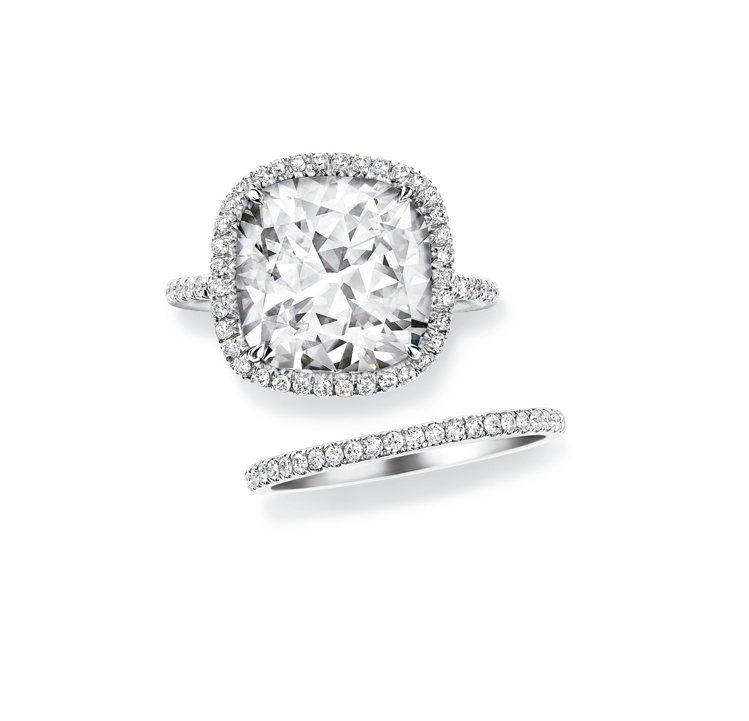海瑞溫斯頓The One枕型切工訂婚鑽戒與鑽石線戒,價格店洽。圖 / Harry...