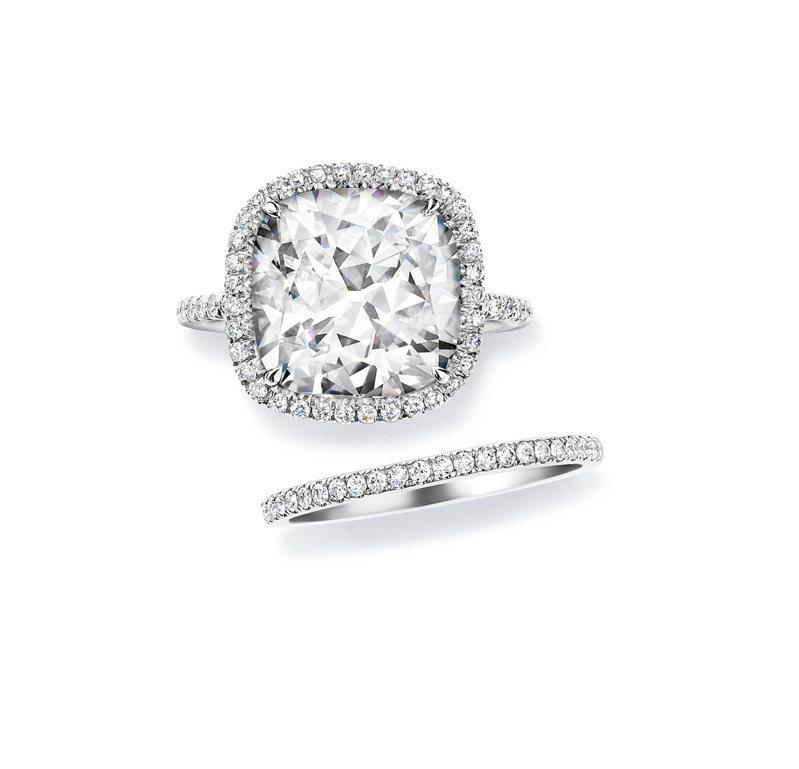 海瑞溫斯頓The One枕型切工訂婚鑽戒與鑽石線戒,價格店洽。圖 / Harry Winston提供。