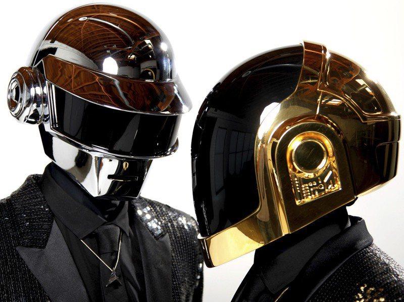 法國傳奇電音雙人組「傻瓜龐克」(Daft Punk)成軍28年,22日無預警宣布解散,令全球歌迷大呼惋惜。美聯社