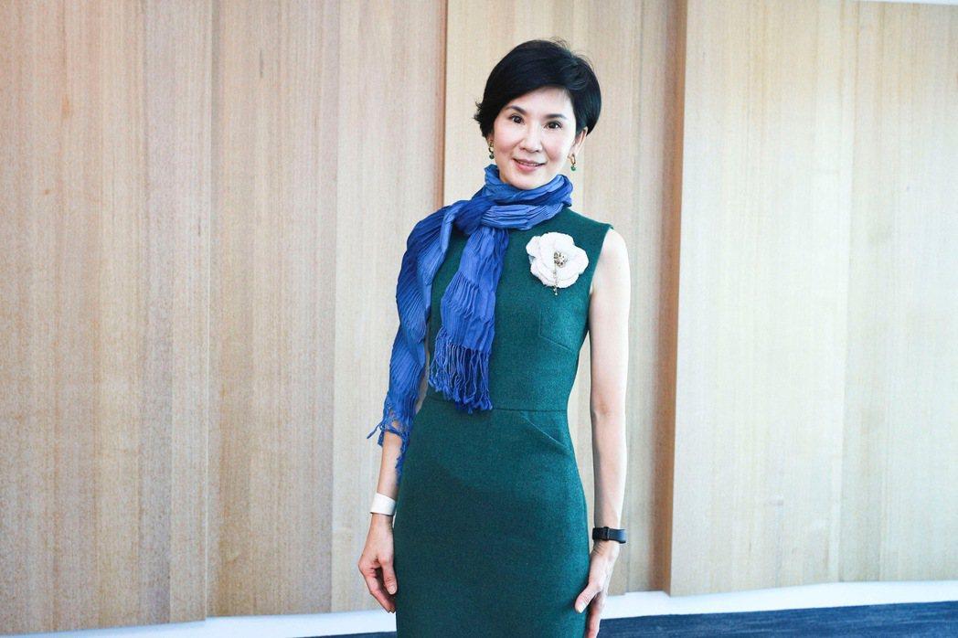 葉歡一身綠色洋裝高雅現身。圖/民視提供