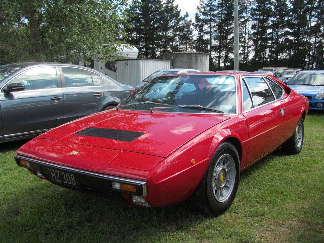 法拉利這款跑車已經是古董級,擁有者視若珍寶。圖/摘自維基百科