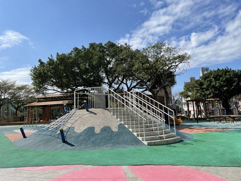 桃園區民族公園遊戲場近年翻新改造,桃園區公所已完成安全設備檢驗無虞,並送主管機關備查。記者張裕珍/攝影