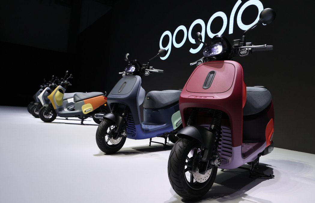 Gogoro(睿能)新車Viva Mix正式發表,搶進普通重型白牌機車市場。記者...
