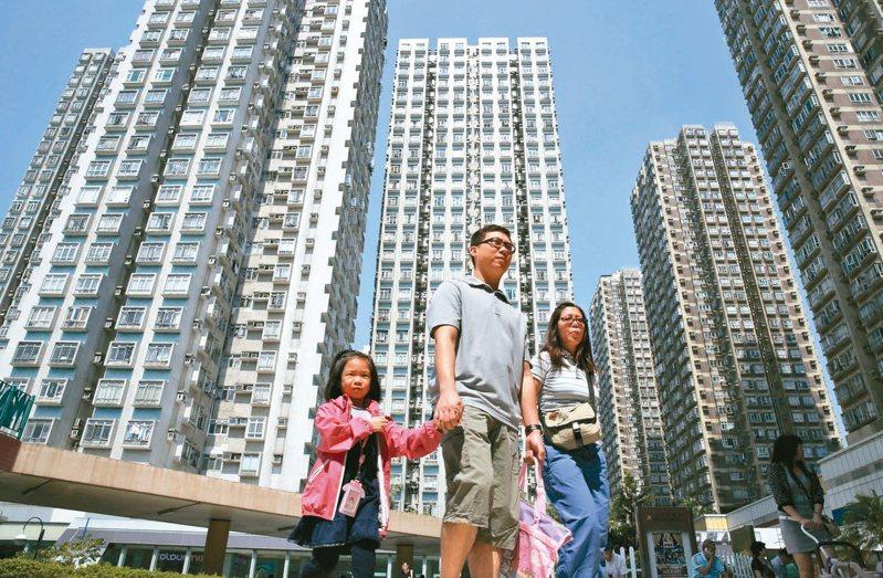 最沉重房價 香港房價所得比在全球數一數二,購屋負擔沉重。港府除了設法增加土地供應也沒多少新招。(美聯社)