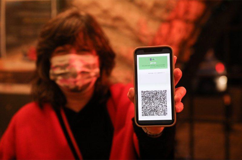 國際航空運輸協會表示,協會的數位新冠通行證App將在三月正式上線,能顯示一名旅客的新冠病毒檢測結果為陰性,或已接種新冠疫苗。 歐新社