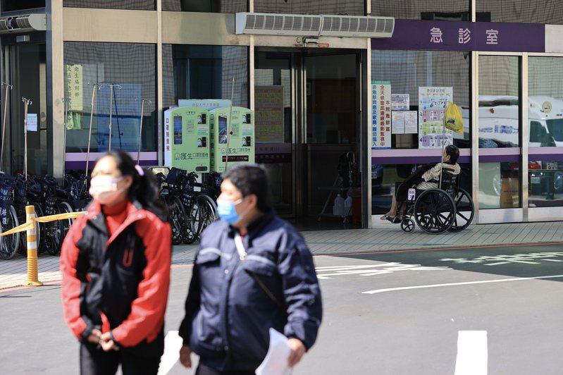 衛福部長陳時中昨證實健保藥品部分負擔將「小幅調升」。報系資料照(記者林伯東/攝影)