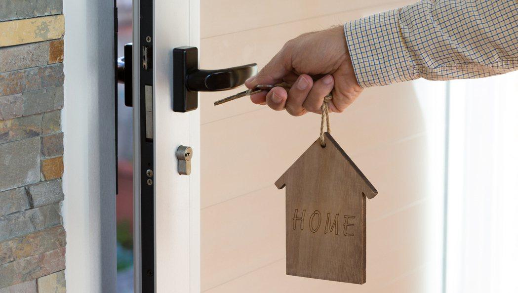 有網友家門口被貼了抱怨紙條,卻找不到張貼的鄰居。 圖/Ingimage