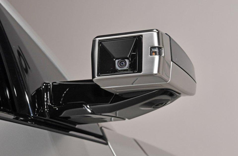 在高階車型中,全新Hyundai IONIQ 5提供了數位後視鏡供消費者選擇,同...