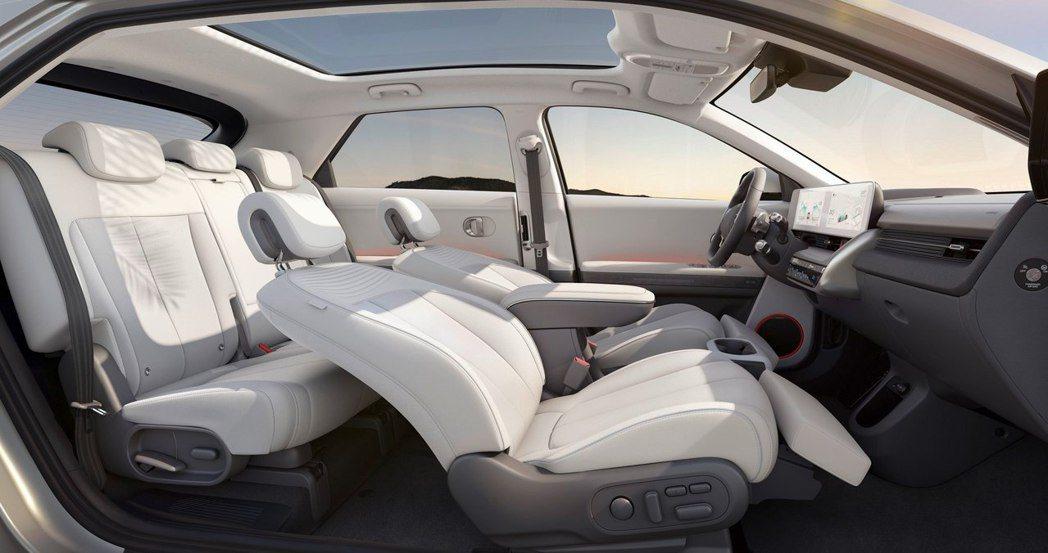 全新Hyundai IONIQ 5前排座椅厚度較品牌其餘車款減少了30%。 摘自...