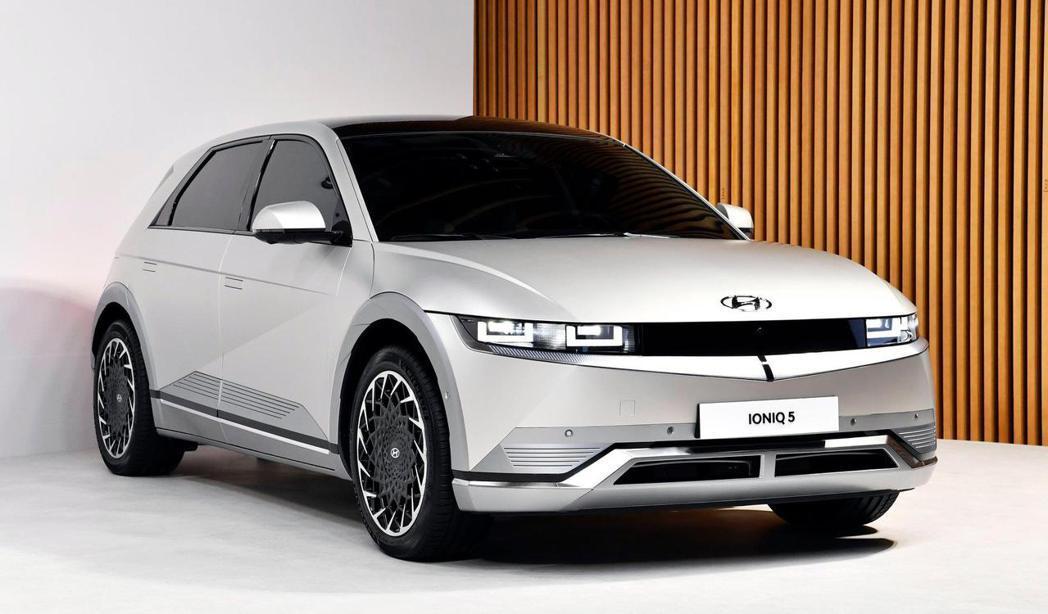 全新Hyundai IONIQ 5提供了58kWh基本里程與72.6kWh長里程...